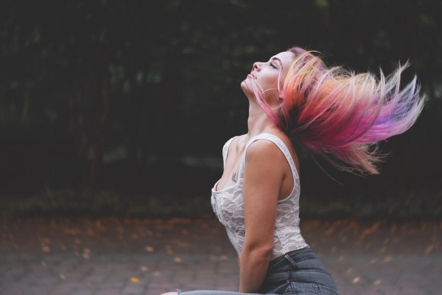 Farbowanie włosów w domu - 6 niezbędnych produktów